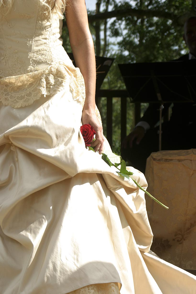 kezi-dress-and-rose-ceremony-(2)